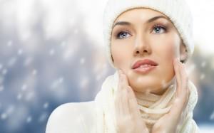 مراقبت از پوست در فصل زمستان, مراقبت از پوست, راهکارهایی جهت جلوگیری از خشک شدن پوست, مراقبت از پوست در هوای سرد, چه کار کنیم تا در زمستان پوست نرم و لطیف داشته باشیم, راهنمای جامع مراقبت از پوست, در زمستان چگونه از پوست خود مراقبت کنیم, تأثیر وازلین در مراقبت از پوست, چند بار در روز از نرم کننده استفاده کنیم, مراقبت از پوست دور ناخن در زمستان